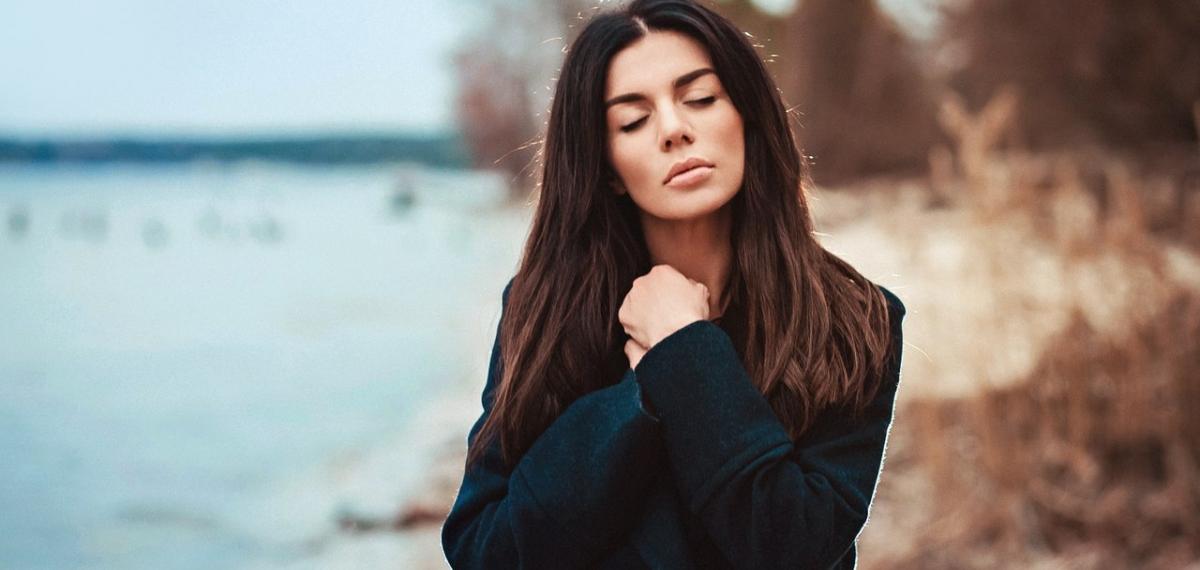 Анна Седокова презентовала сольный альбом и клип на авторскую песню.