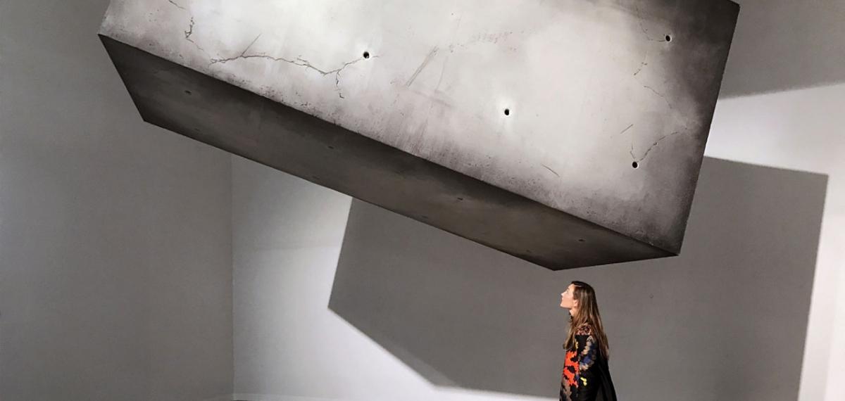 Парящая в воздухе металлическая махина Drifter: Читайте в новой рубрик #Exhibиционизм о современном искусстве