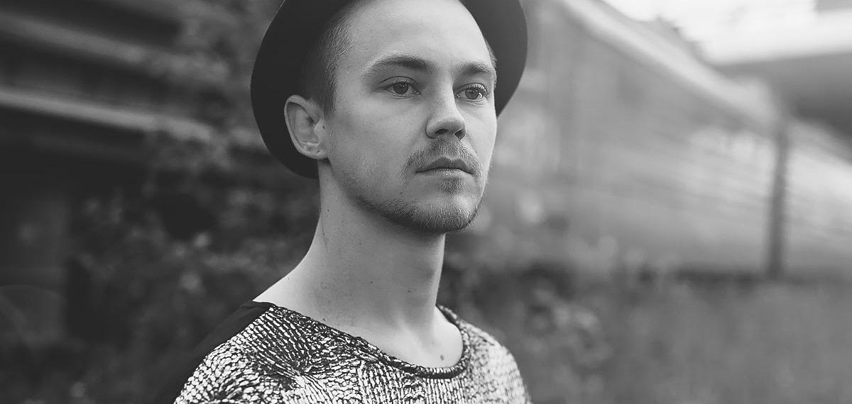 Артем Пивоваров с новой песней меньше чем за сутки попал на 1 место топ-чарта iTunes