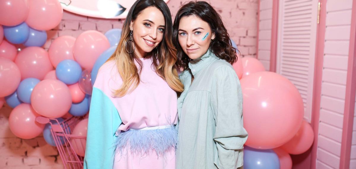 Надя Дорофеева и Лера Бородина презентовали капсульную коллекцию Omelya T-Dress для SO DODO