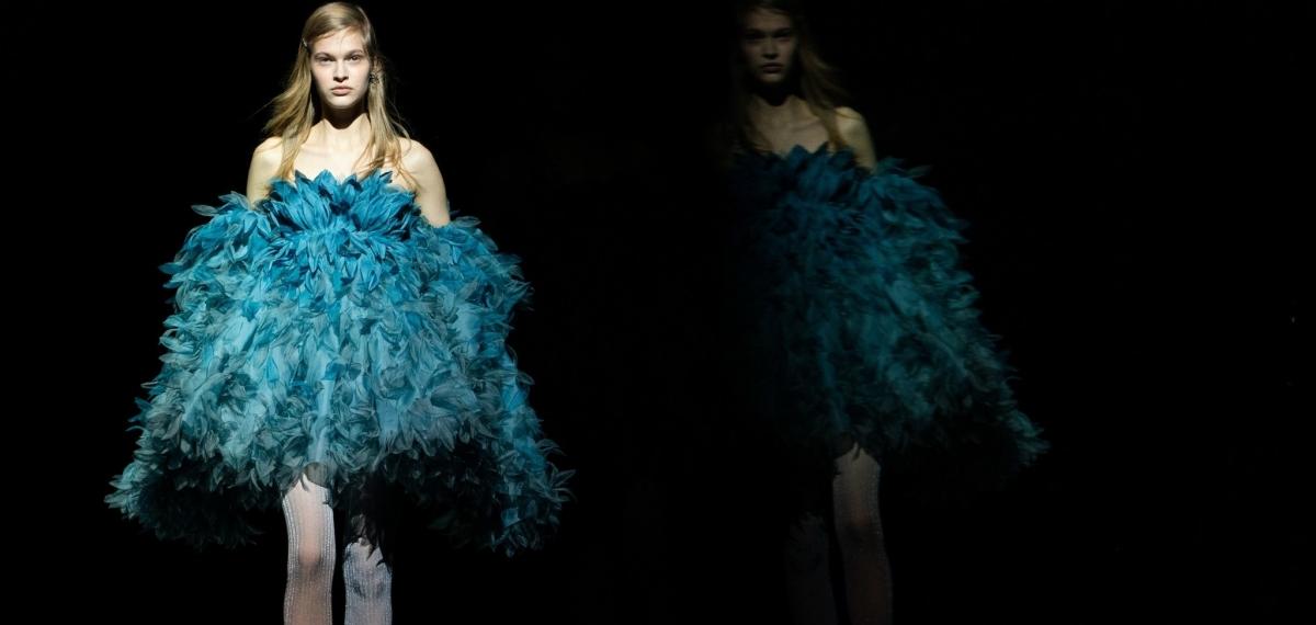 Огромные пальто, платья с перьями и 50-летняя супермодель Кристи Тарлингтон на показе Marc Jacobs