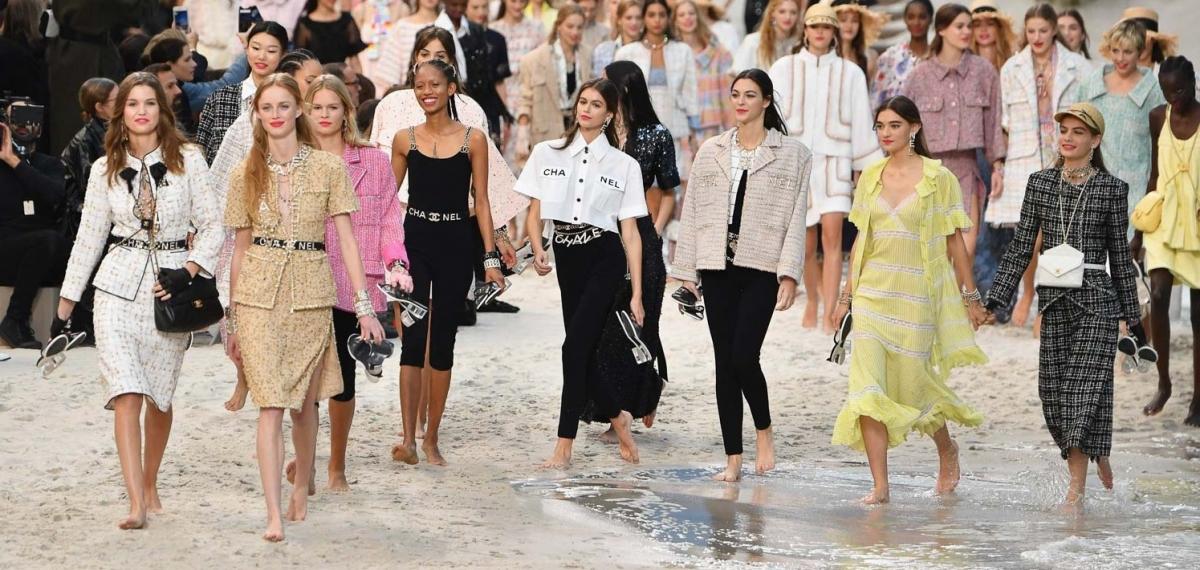 Ветер с моря дул: показ новой коллекции Chanel SS19