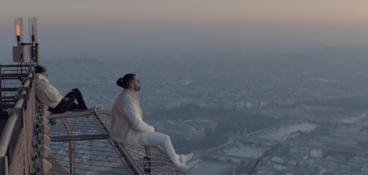 Французский рэп и эксклюзив Off-White™ на вершине Эйфелевой башни: Вирджил Абло разработал особую куртку для клипа PNL