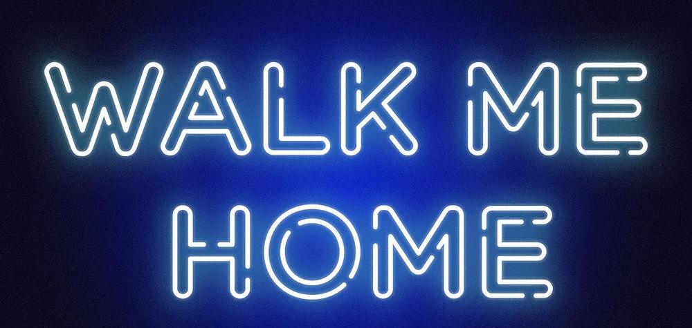 Певица Pink танцует с тенями по пути домой в новом видео Walk Me Home