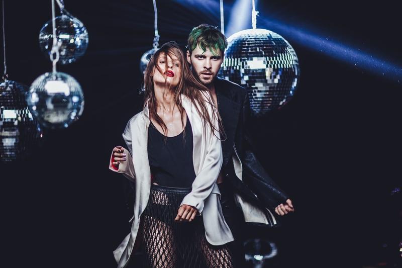 В новом клипе Барских снял любимицу мировой фешн-индустрии и «поседел» в стиле диско