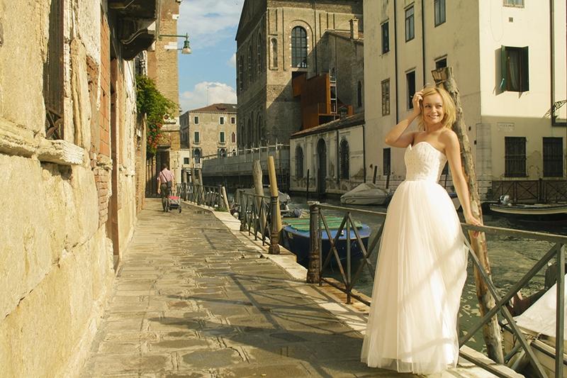 Елена Максимова сняла клип и сорвала овации в Венеции