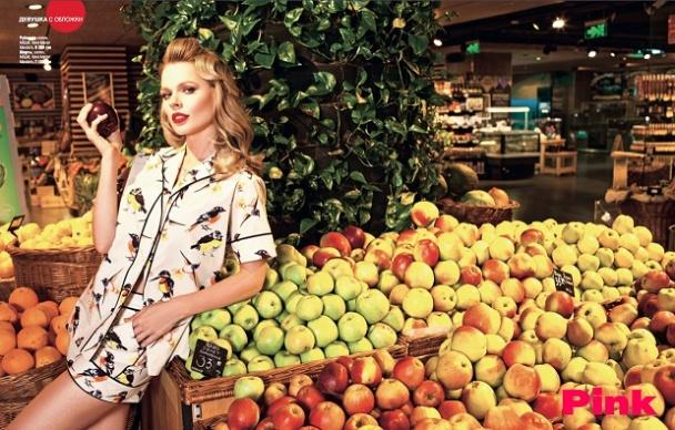 Ольга Фреймут игриво позировала в супермаркете в новой фотосессии