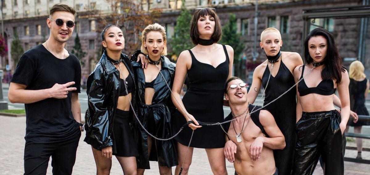 Перформанс на Крещатике: группа MARUV оригинально презентовала новый сингл