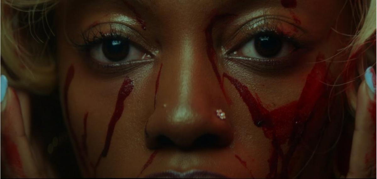 Маньяк-убийца The Weeknd преследует жертву в новом хоррор-клипе In Your Eyes
