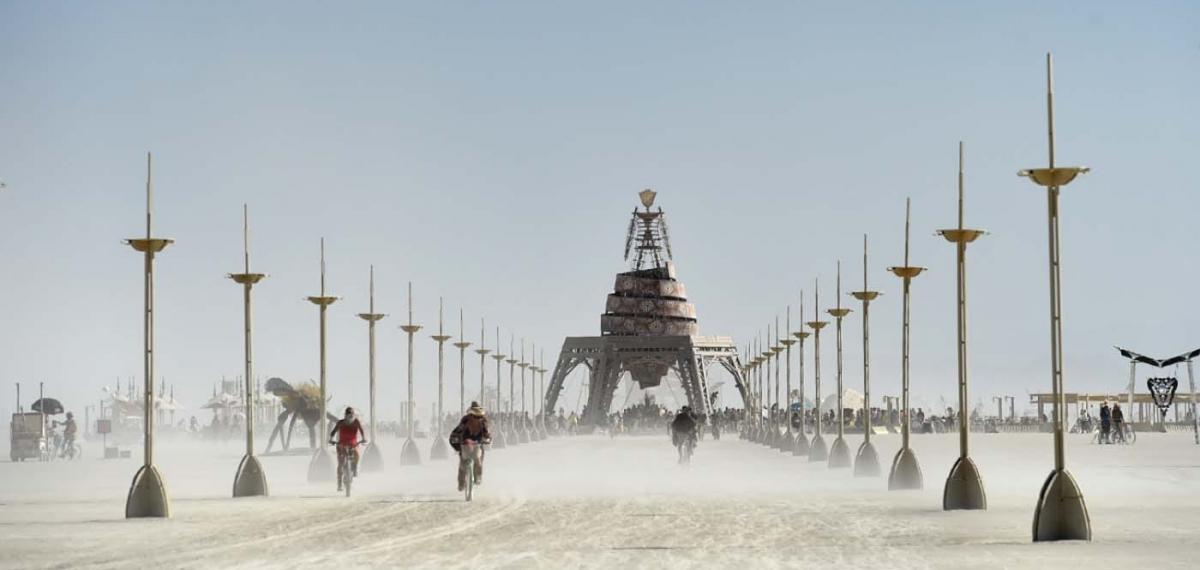 Лучшие инсталляции и костюмы гостей на фестивале Burning Man 2019