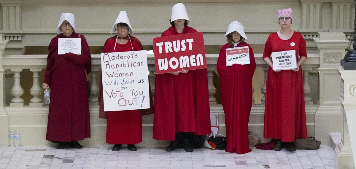 Читайте, как киностудии радикально борются с «законом против абортов» и чем это грозит штату Джорджия