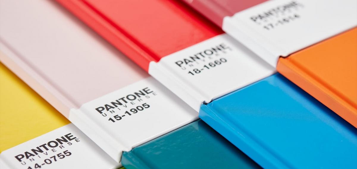 Быть в тренде: Pantone назвал самые модные цвета сезона весна-лето 2020