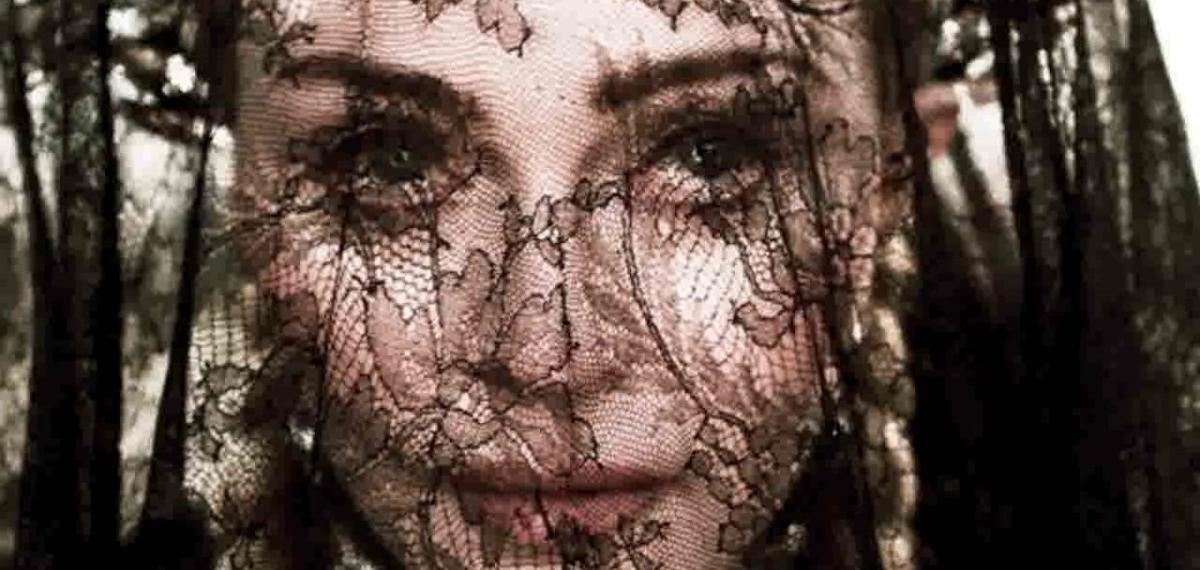 Мадонна представила новый клип Dark Ballet, посвященный Жанне Д'Арк