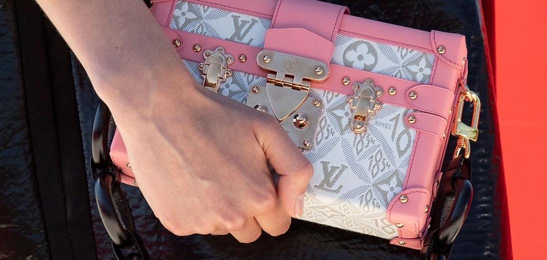 Оптимизм и радость: Яркие сумки и смелые сапоги в круизной коллекции Louis Vuitton