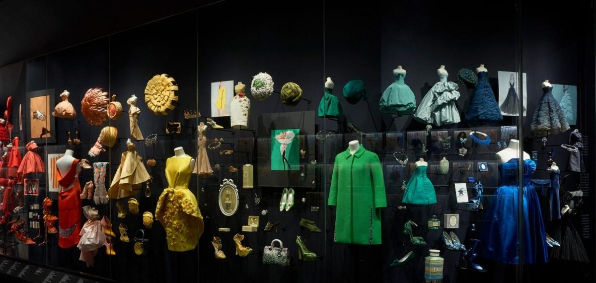 В Лондоне открылась выставка нарядов Кристиана Диора. Она великолепна