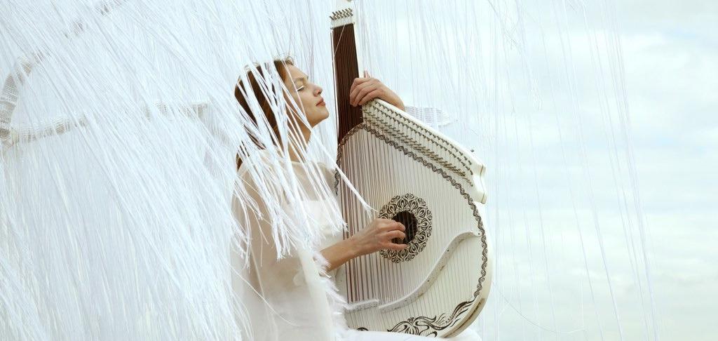 Певица и бандуристка KRUTЬ представила мини-альбом Albino и объявила о всеукраинском туре