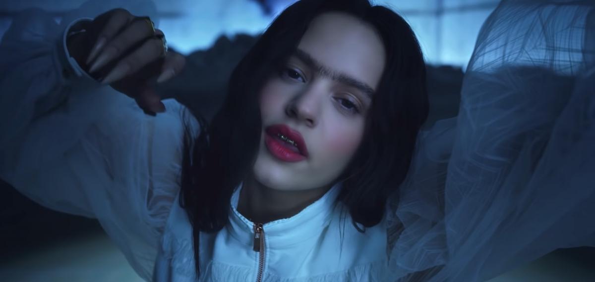 Испанская певица Rosalía превращается в современную Фриду Кало в загадочном клипе «A Palé»