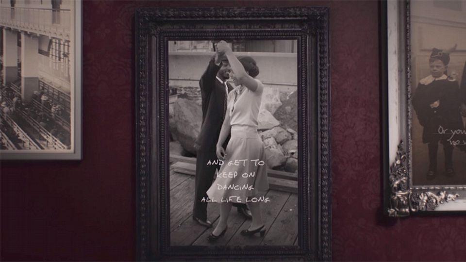 Иммигранты Америки XIX и XX веков в новом лирик-видео Coldplay