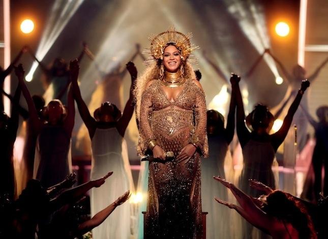 Главный перформанс от беременной Бейонсе на Grammy 2017