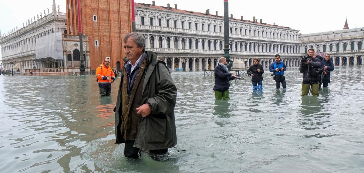 Венеция тонет: Знаменитая биеннале отменена, базилика Сан-Марко разрушается в результате рекордных наводнений