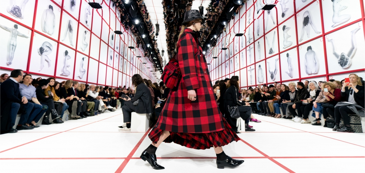 Dior посвятили феминистический показ Карлу Лагерфельду