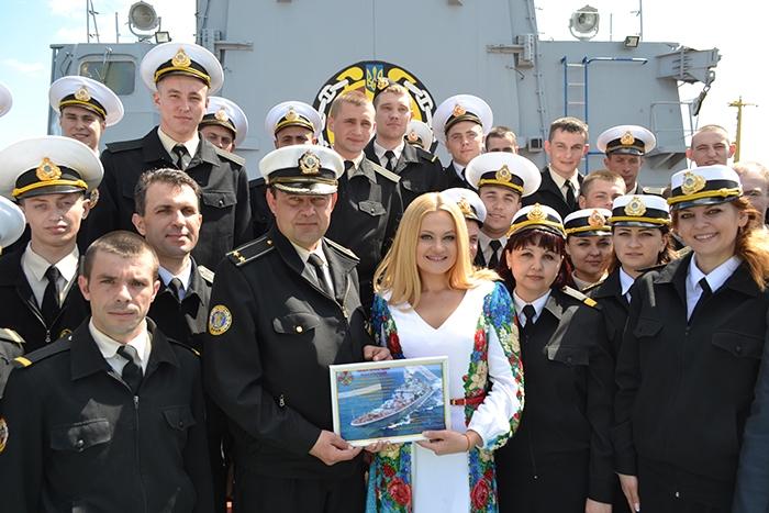 Наталия Бучинская дала благотворительный концерт на флагмане Военно-Морских Сил Украины фрегате
