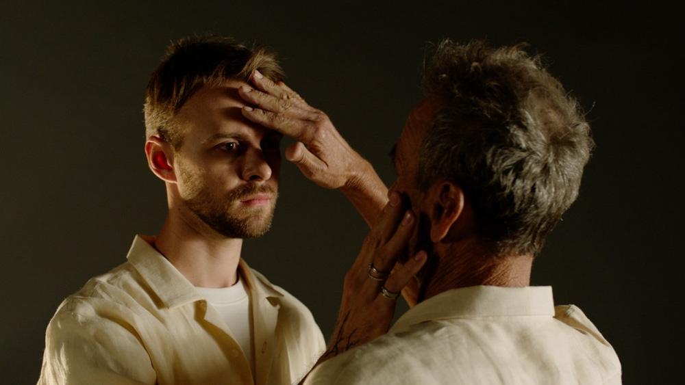 Макс Барских представил документальный пластический этюд об отношениях со отцом