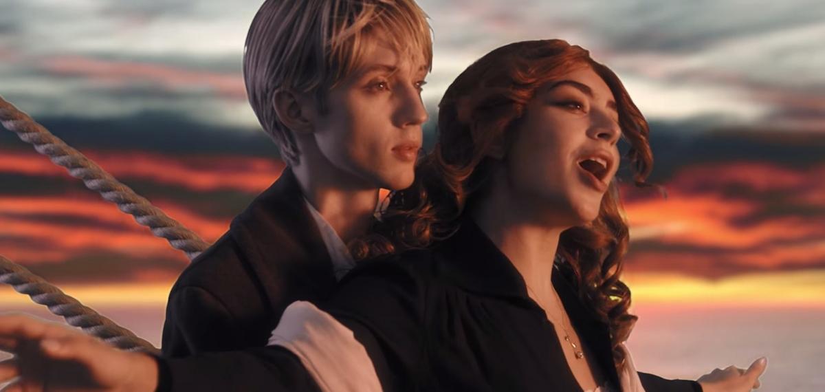 Главные символы 1999 года в новом клипе от Charli XCX и Troye Sivan