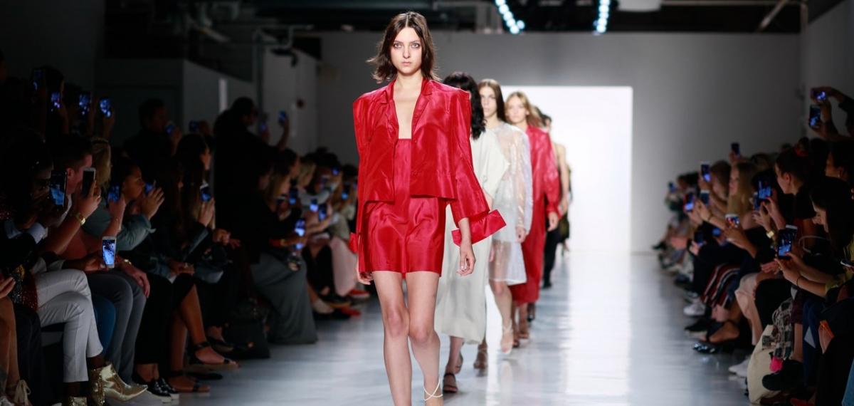 Бронежилеты и эластичные повязки: BEVZA представила коллекцию в Нью-Йорке