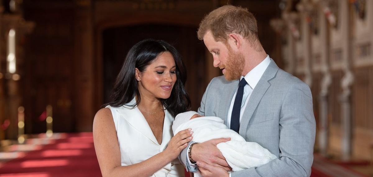 Такой милашка: Имя и первые фото новорожденного сына Меган Маркл и принца Гарри