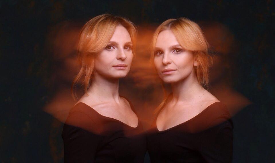 Сестры Анна-Мария выпустили первый лонг-плей под многозначным названием «РАЗНЫЕ».
