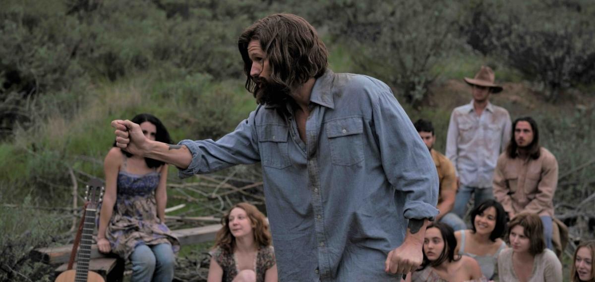 Убийства во имя кумира: Первый трейлер фильма «Чарли говорит» об известном маньяке и лидере секты