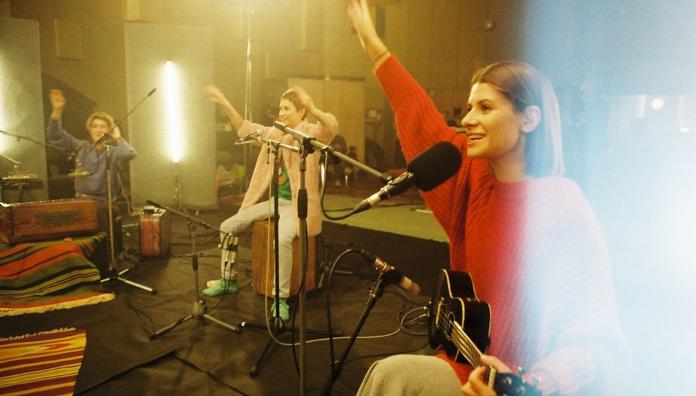 Panivalkova с известным индийским музыкантом спели песню