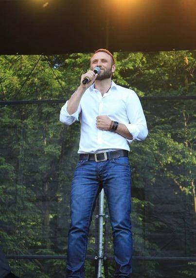 На концерте в Межигорье Сергей Гладыр и другие украинские артисты собрали 175 000грн!