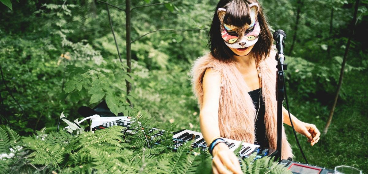 Женщина-женьшень или Сакральные женские способности в новом альбоме Mustelide от лейбла Masterskaya