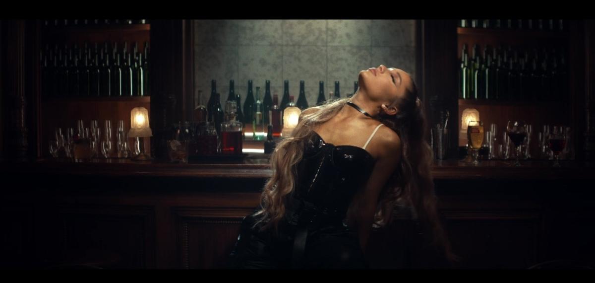 Ариана Гранде представила новое музыкальное видео «Breathin»