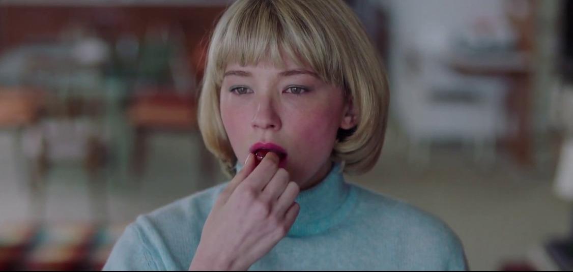 «Глотай»: Ужасающий триллер о девушке, которая проглатывает всё подряд