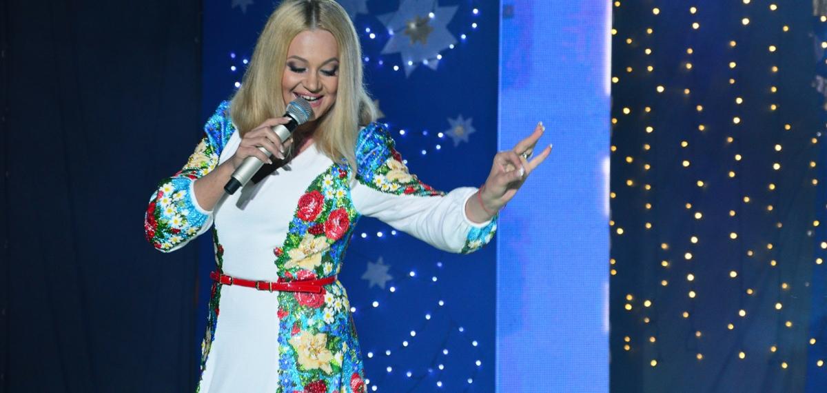 Наталья Бучинская получила в подарок портрет от юных талантов (ФОТО)