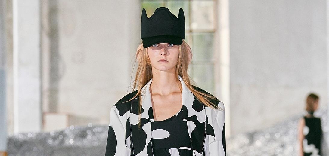Коровьи уши и животный инстинкт: Очень оригинальная коллеция Burberry SS22
