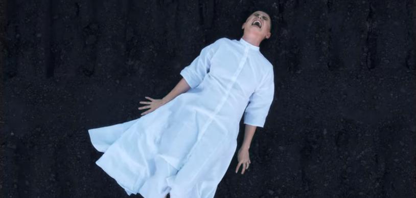 """Украинская певица и ветеран войны на Донбассе Стасік представила клип """"Колискова для ворога"""""""
