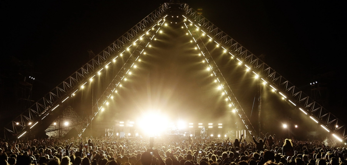 Исторический концерт: Смотрите выступление Red Hot Chili Peppers на фоне египетских пирамид
