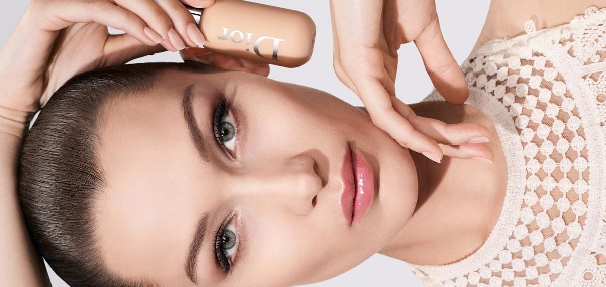 Белла Хадид демонстрирует «Пудру без пудры» для женщин и мужчин от Dior Beauty