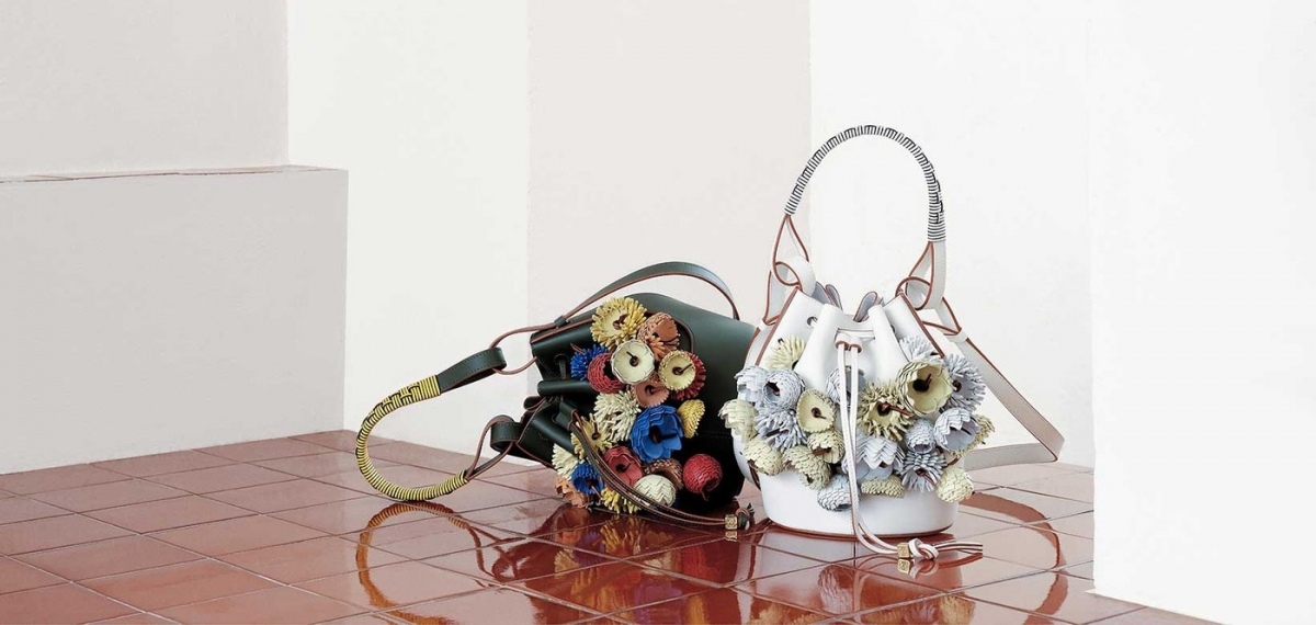 Новая коллекция сумок LOEWE посвящена искусству ткачества
