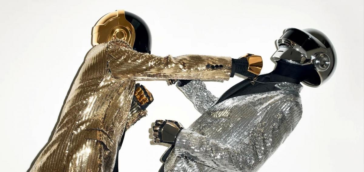 Daft Punk объявили о расколе в трогательном прощальном видео. Вспоминаем их лучшие треки