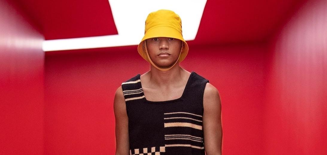 Бежать на пляж, как в детстве: Prada представляет коллекцию мужской одежды SS22