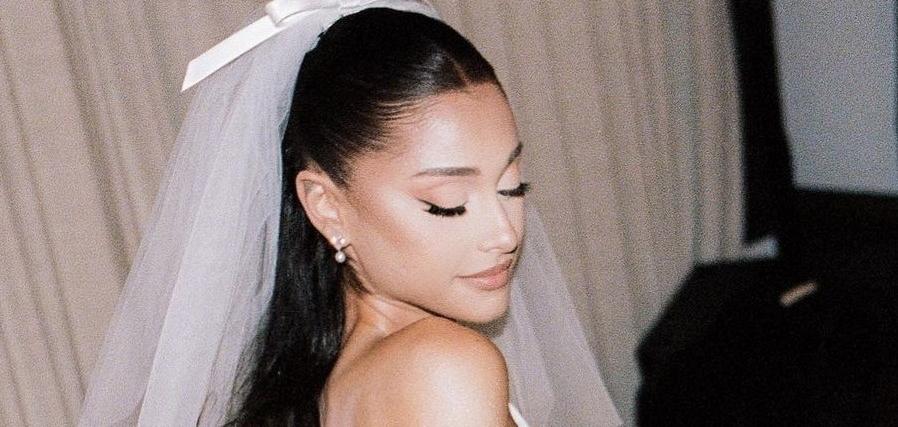 Ариана Гранде поделилась фотографиями своей закрытой свадьбы с Далтоном Гомесом