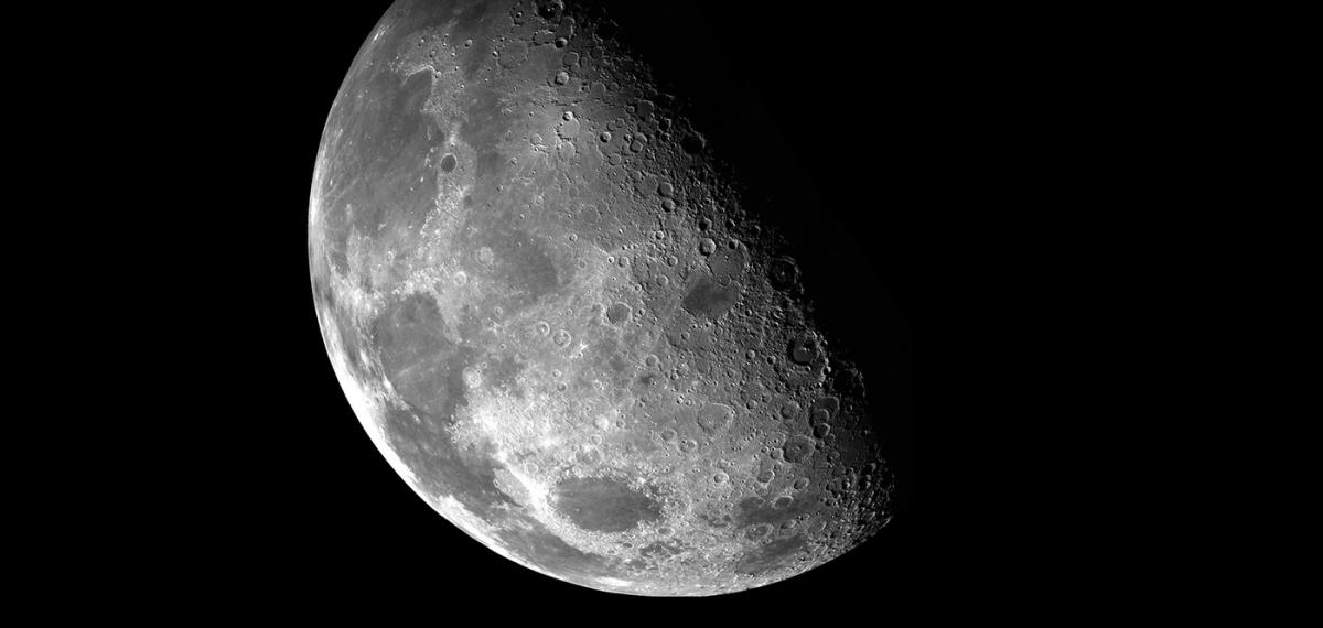 NASA отправит первый космический корабль на темную сторону Луны