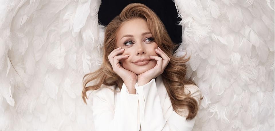 Тина Кароль представила обложку нового альбома, на которой изображена ее скульптура