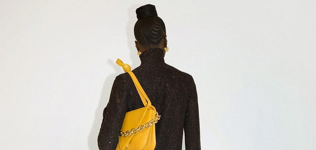 Новый хит: Bottega Veneta обновляет свой модельный ряд сумкой Mount Bag