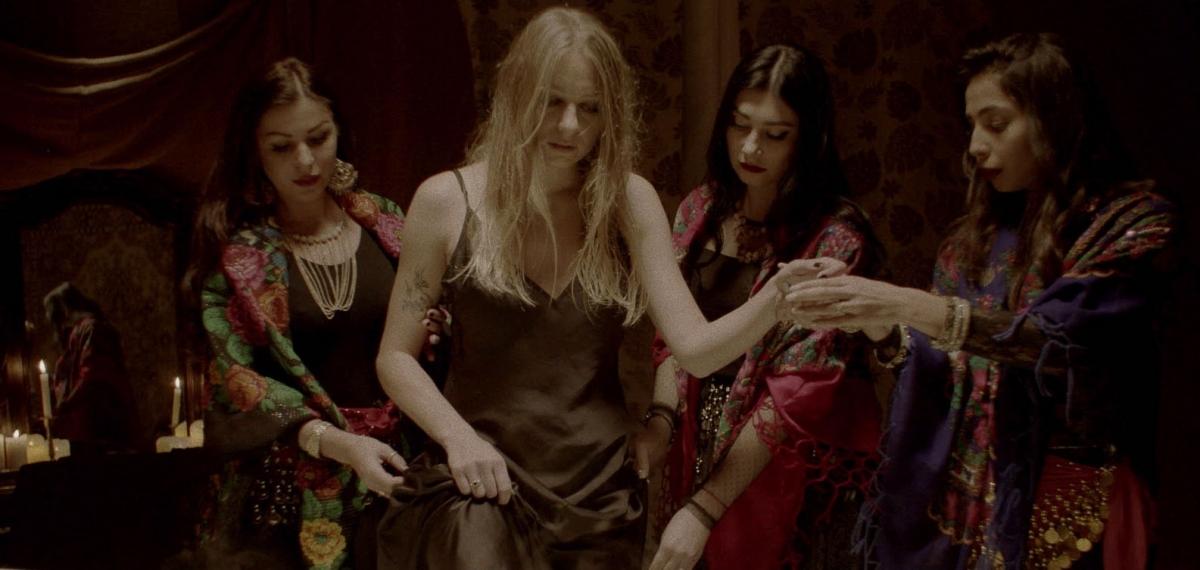 Цыгане, черная вуаль изагадочные ритуалы— вклипе Таню Муиньо для Braii